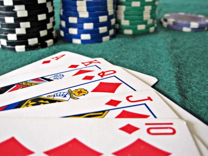 Poker-Royal-Flush_Chips-800x600